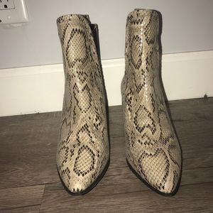 REPORT SIGNATURE Snake Print booties size 8.5